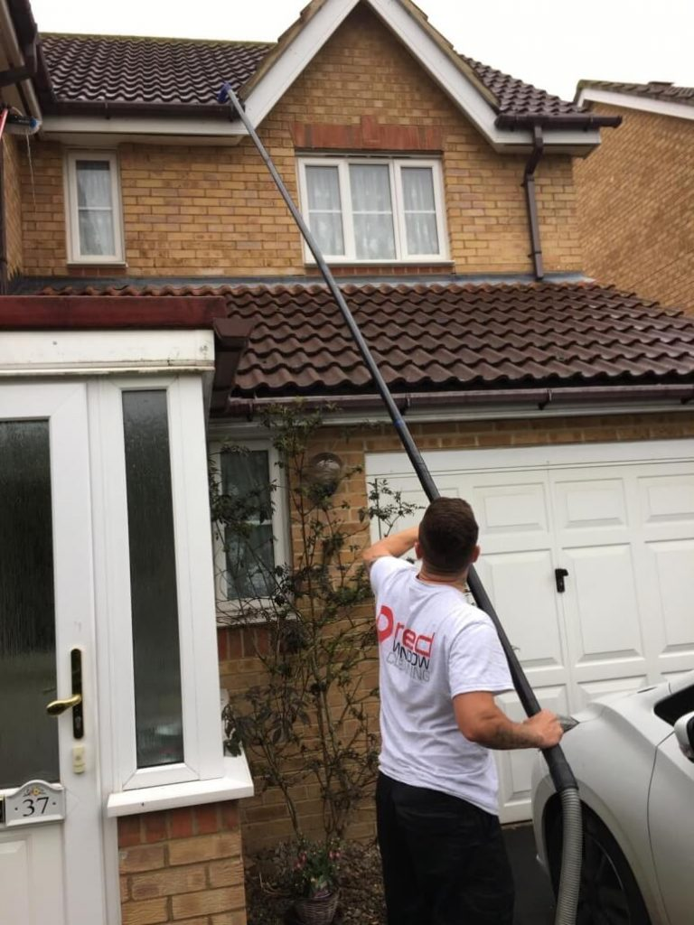 gutter cleaning and clearing milton keynes